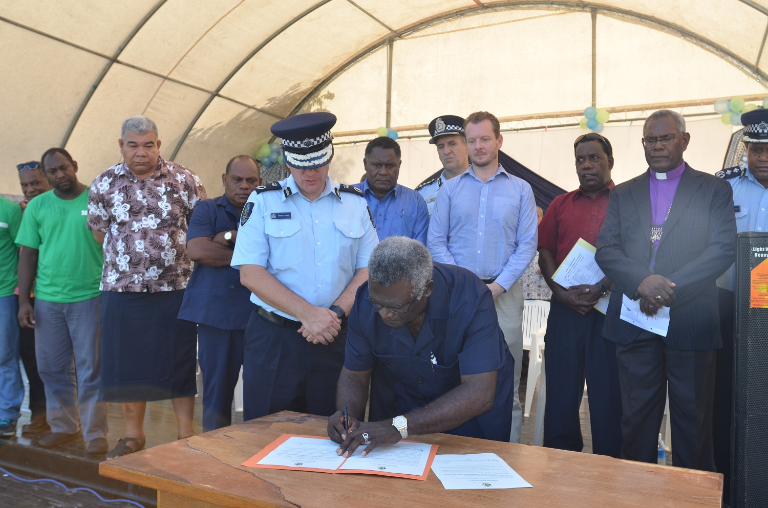 Prime Minister, Manasseh Sogavare signs the instrument for the Firearms Amnesty 2017